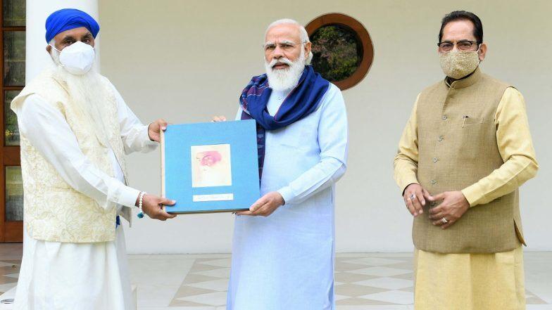 Ahead Of Gurpurab 2020 Pm Narendra Modi Releases Book On Life Of Sri Guru Nanak Dev Ji Zee5 News