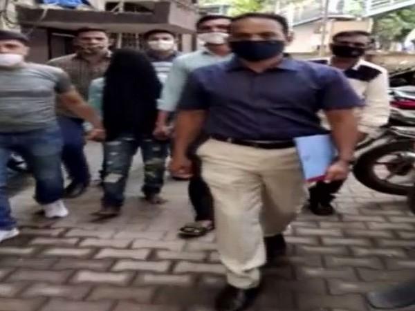 Drug peddler held with Codeine Phosphate worth Rs 4 lakhs in Mumbai