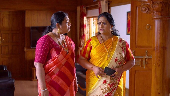 Saudamini and Sharmila from Pookalam Varavayi