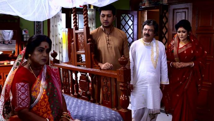 Mukherjee family in Aparajita Apu