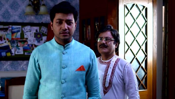 Dipu and Mr. Mukherjee in Aparajita Apu