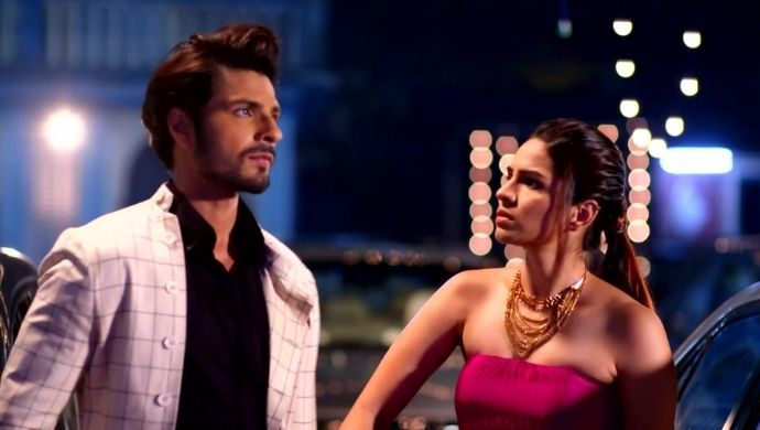 Alia and Purab in Iniya Iru Malargal