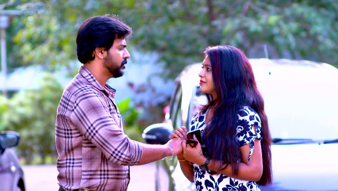 Sudhi and Divya from Sathya Enna Penkutty