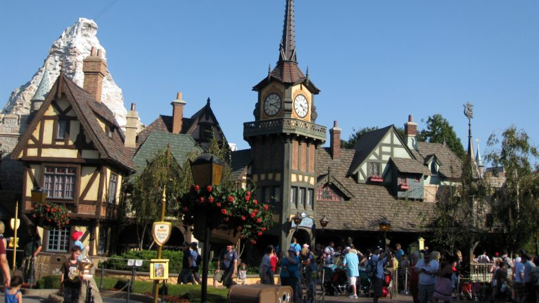Disneyland to Reopen from April 1 Amid Decline in COVID-19 Cases in US's California