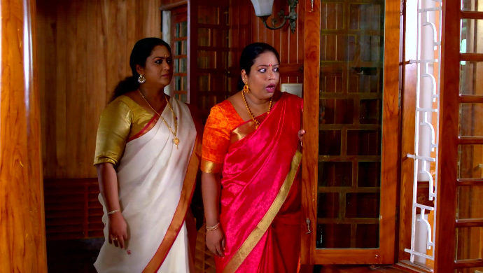 Sharmila and Saudamini in Pookalam Varavayi