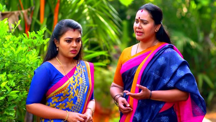 Samyuktha and Parvathy from Pookalam Varavayi