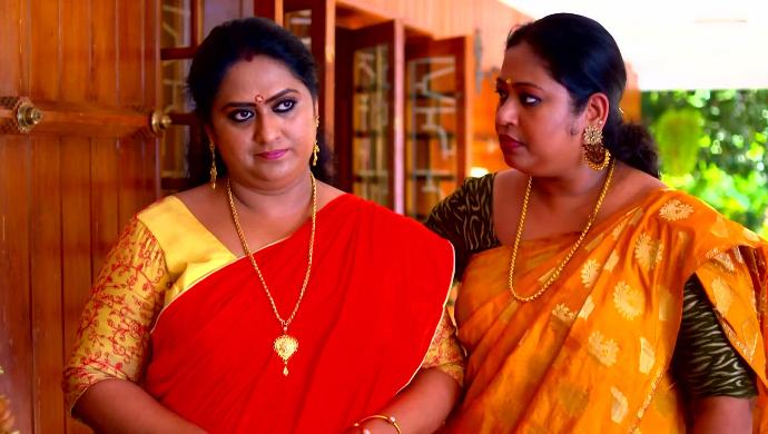 Sharmila and Saudamini from Pookalam Varavayi