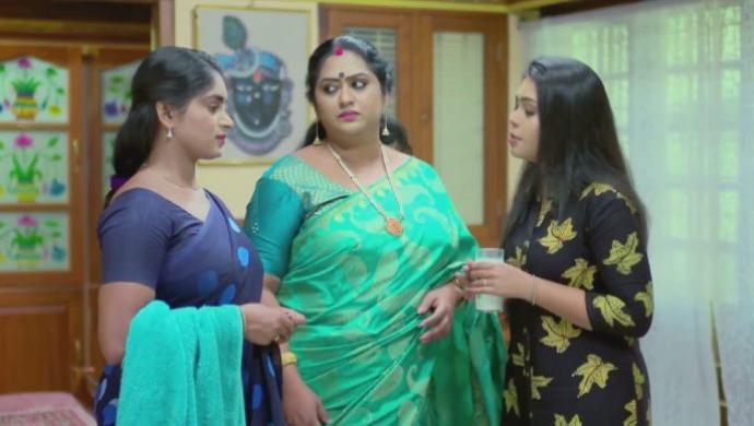 Sapthathi, Sharmila and Samyuktha from Pookalam Varavayi