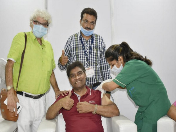 Johnny lever receives COVID-19 vaccine shot at Mumbai - ZEE5 News