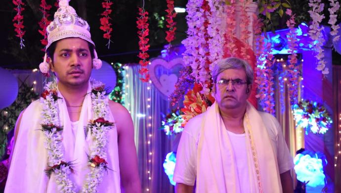 Dipu and Mr. Dutta in Aparajita Apu