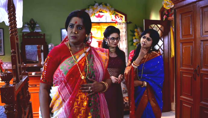Abola, Borsha and Apu in Aparajita Apu