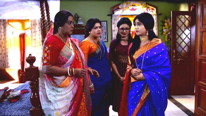 Abola, Juthika, Borsha and Apu in Aparajita Apu