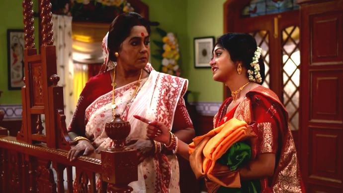 Abola and Apu in Aparajita Apu