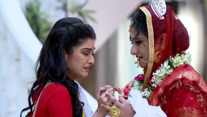 Geet and Jamuna in Jamuna Dhaki