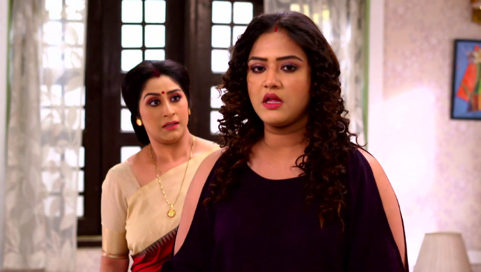 Geet and her mother-in-law in Jamuna Dhaki