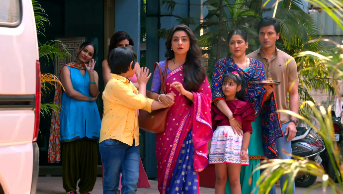Shubhra and Rishi leaving (Kyun Rishton Mein Katti Batti)