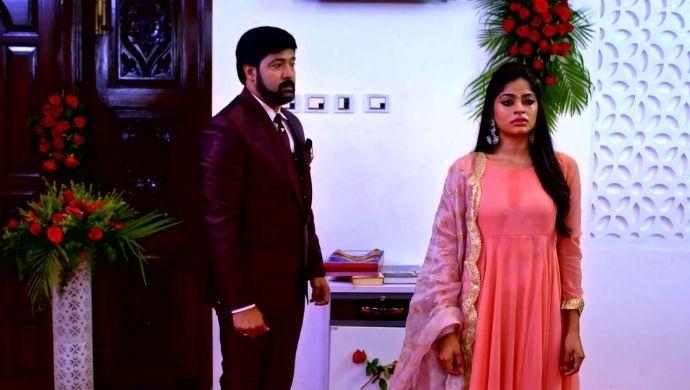 Surya and Anu in Neethane Enthan Ponvasantham