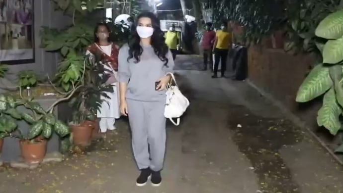 Video Alert: Preity Zinta Gets Annoyed With Her Bodyguard For This Reason!