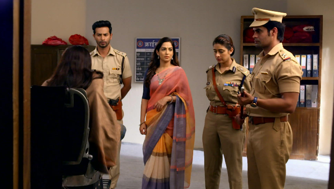 Kalyani, Malhar, Anupriya, Meenakshi and Inspector (Tujhse Hai Raabta)