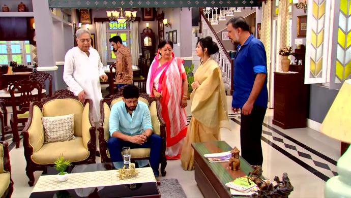 Siddhartha, Revati and Modak family members in Mithai