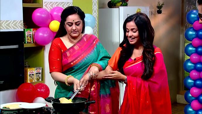 Sudipa Chatterjee and Annwesha Hazra in Rannaghar