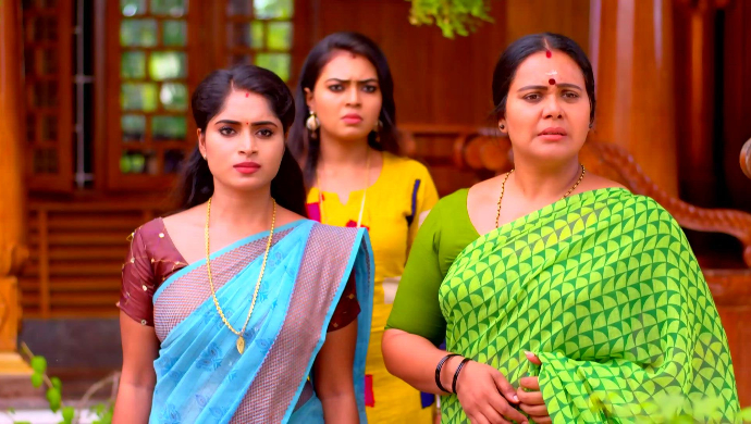 A still from Pookalam Varavayi