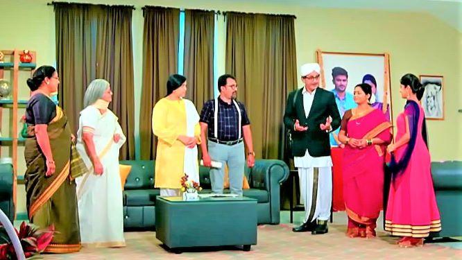 Kalyana Vaibhogam 18 June 2021 Written Update: The Charis invite everyone for the anniversary function