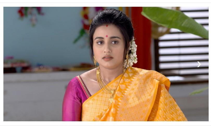 Ki Kore Bolbo Tomay 23 June 2021 Spoiler: Radhika Promises to Protect the Family from Harm