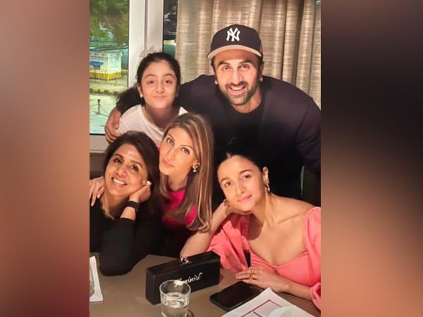 Neetu Kapoor shares adorable family picture featuring Ranbir Kapoor, Alia Bhatt, calls them her 'world'