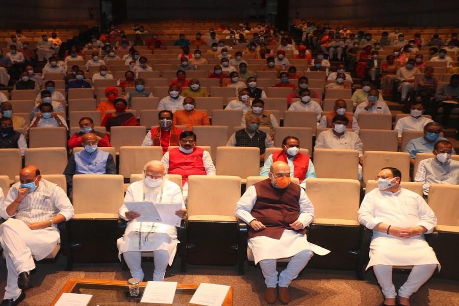 संसदीय दल की बैठक में बोले PM मोदी- आरोपों की राजनीति करती है Congress, कई  राज्यों में हो रही खत्म - ZEE5 News