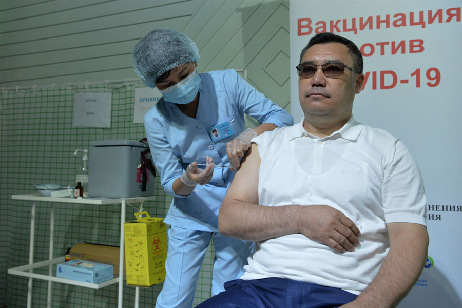 किर्गिस्तान के राष्ट्रपति ने चीनी टीका लगवाया
