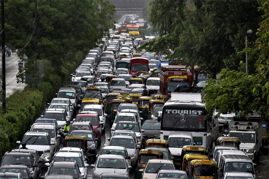 मुंबई-बेंगलुरु राजमार्ग तीसरे दिन भी बंद, कर्नाटक जा रहे करीब 2000 वाहन फंसे