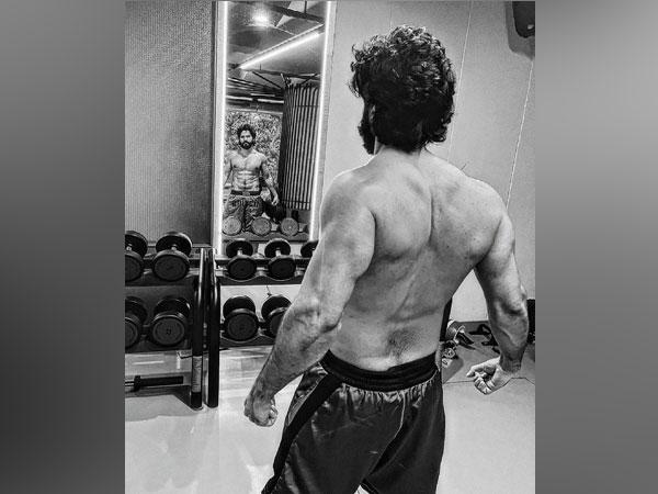 Varun Dhawan to say goodbye to long hair as 'Bhediya' shoot nears end