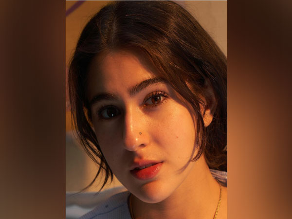 Sara Ali Khan shares adorable picture of herself clicked by Akshay Kumar