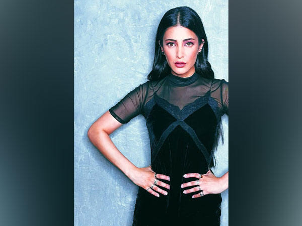 Shruti Haasan sure knows how to rock the Gothic look with finesse and elegance