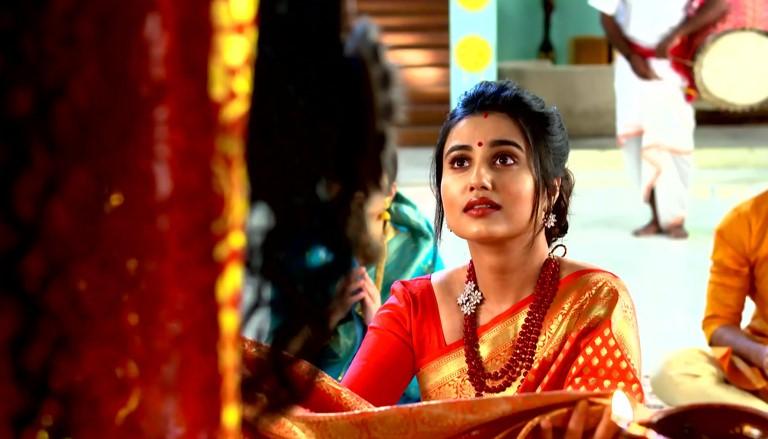 Ki Kore Bolbo Tomay 28 July 2021 Written Update: Radhika asks Maa Kali to help her unravel Kali's plan