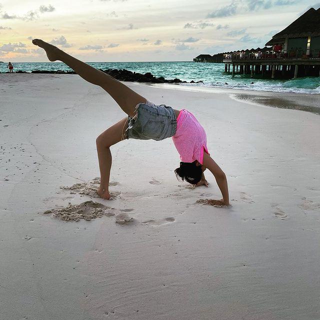 Hansika Motwani's acrobat picture at beach side is super cool