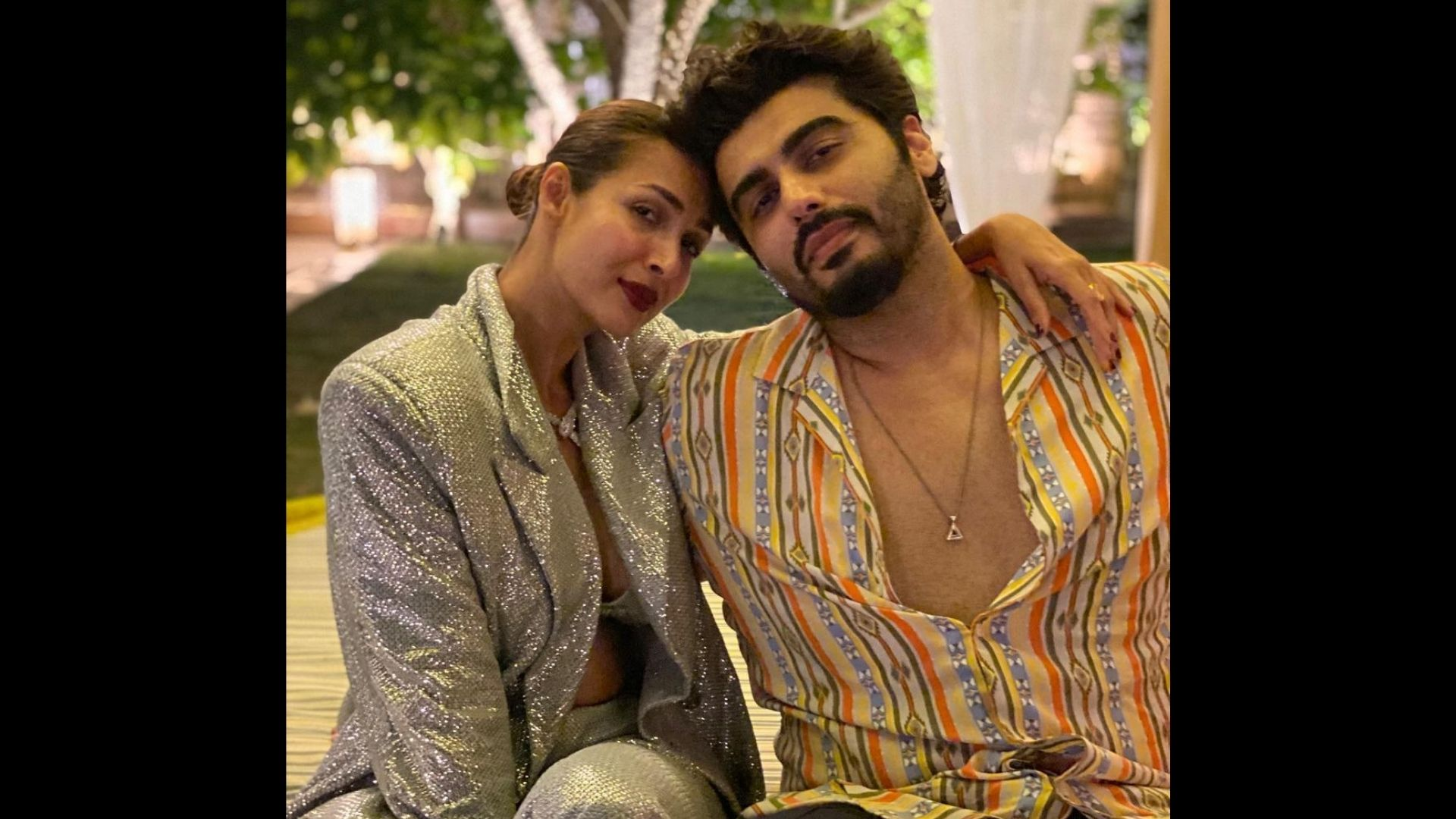 Lovebirds Malaika Arora And Arjun Kapoor Get Snapped Holding Hands After Their Dinner Date; Photos Will Leave You Awwing