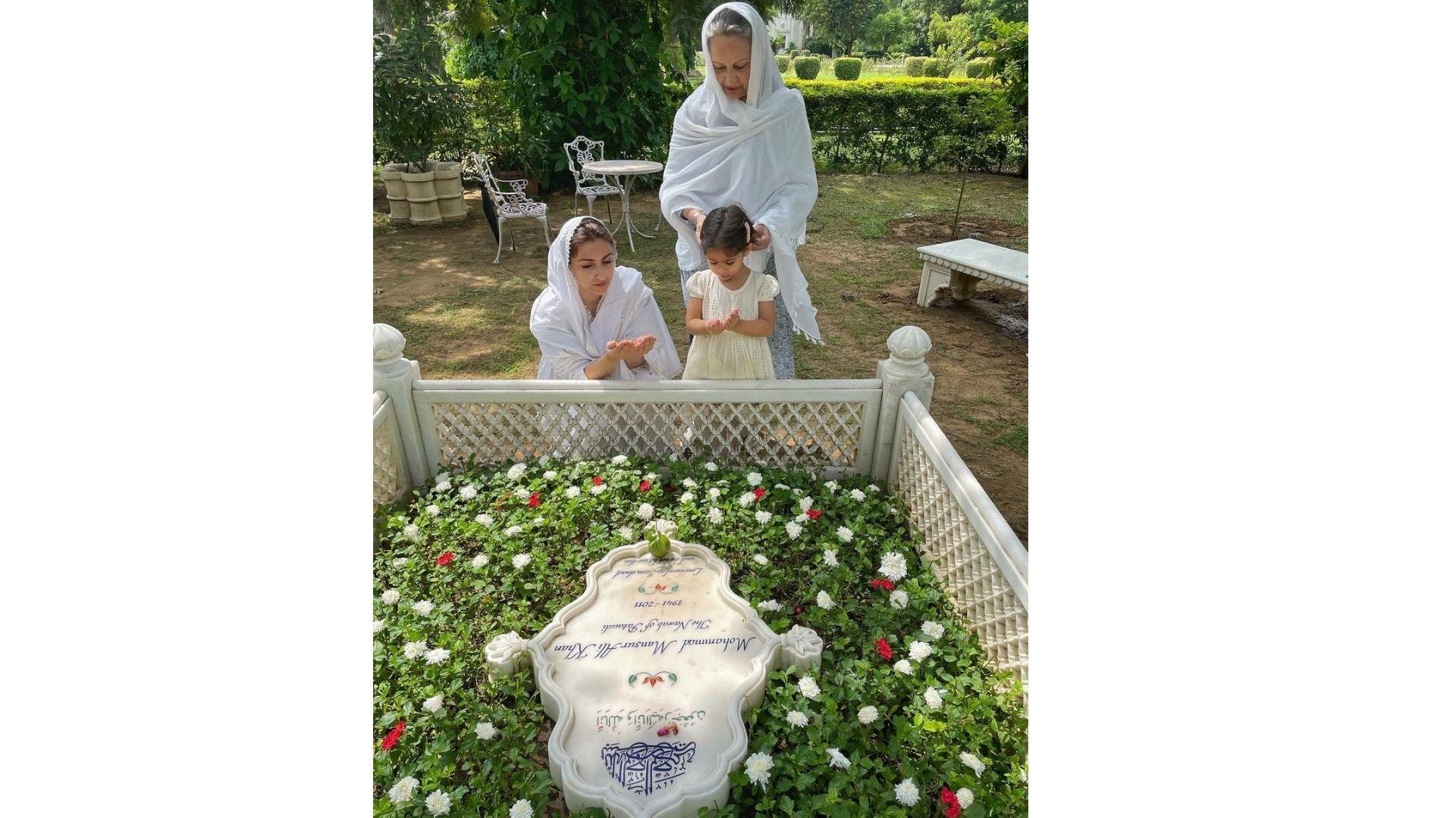 Soha Ali Khan, Sharmila Tagore And Inaaya Offer Prayers To Tiger Pataudi On His 10th Death Anniversary; Soha Shares Photos