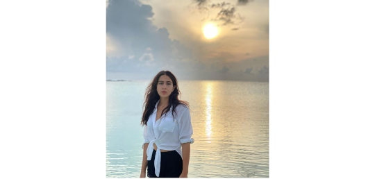 Sara Ali Khan Drowns Monday Blues With This Sunset Pic At The Beach