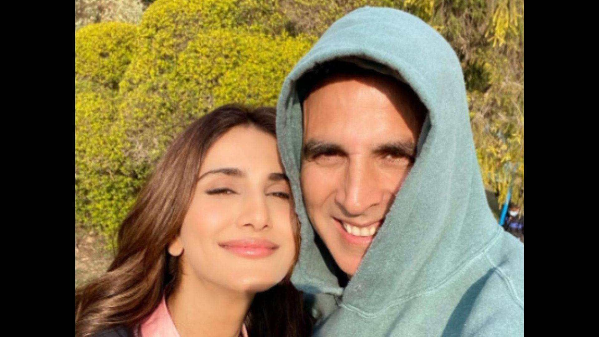 Akshay Kumar Turns Photographer For Bell Bottom Co-star Vaani Kapoor As They Vibe On The Sets; Actress Shares BTS Pics