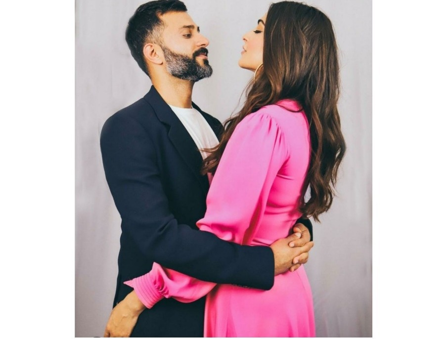 Power Couple Sonam Kapoor And Anand Ahuja's Home In London Strongly Mirrors The Indian Heritage; Pictures INSIDE