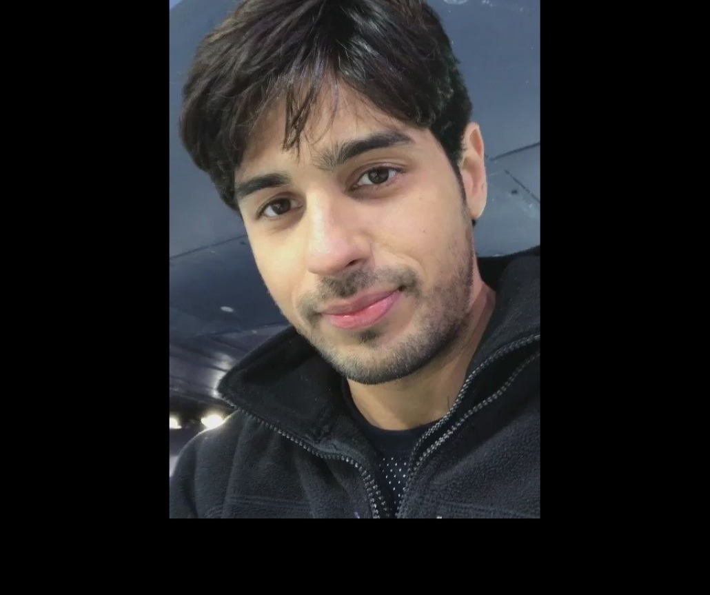 Sidharth Malhotra Drops A Ravishing Picture In Grey Shade: Have A Look At It!