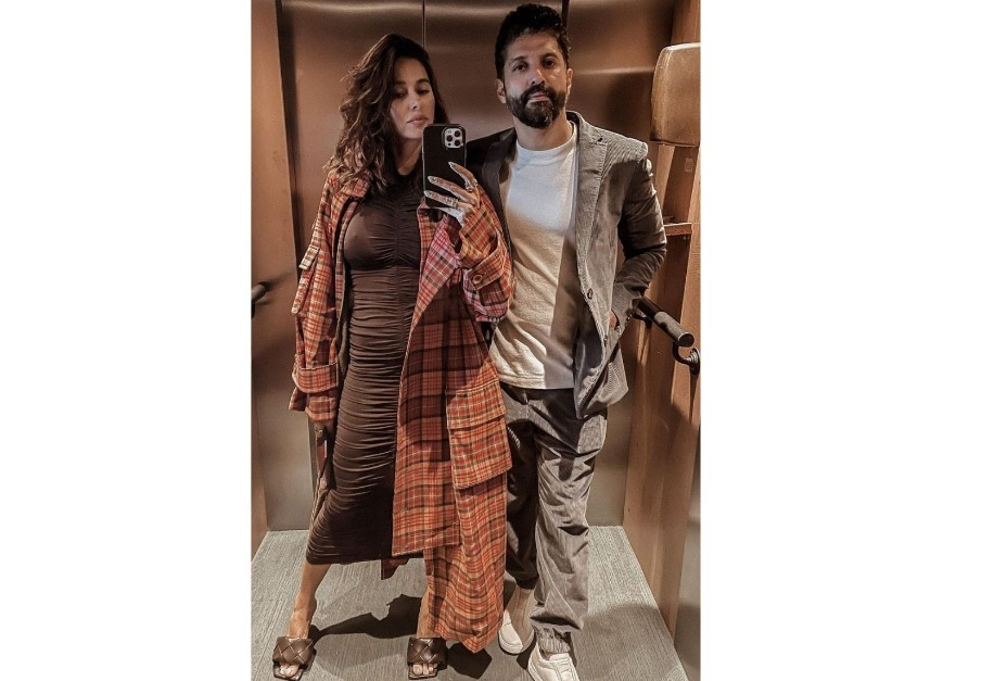 Bollywood Lovebirds Farhan Akhtar And Shibani Dandekar Ooze Royalty In Their Latest Insta Post; We're All Hearts