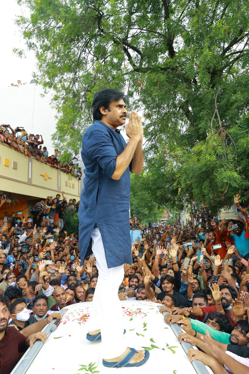 Pawan Kalyan visits the six-year-old girl's family in Saidabad, he was swarmed by fans