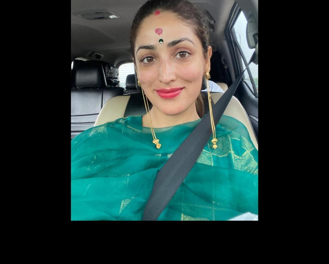 Yami Gautam Seeks Blessings At Dakshineswar And Kali Bari Temple; Actress Looks Every Bit A Newlywed Kashmiri Girl