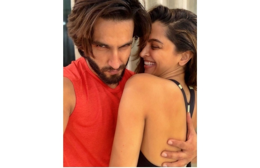 Ranveer Singh Sends The Sweetest Reply To Wifey Deepika Padukone's 'Ghar Kab Aa Rahe Ho' Questions; Here's What He Said