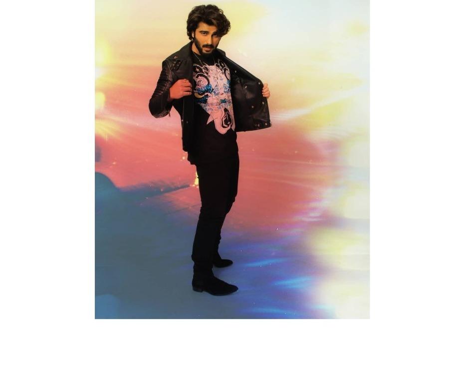 Arjun Kapoor's Shirtless Selfie Is Sure To Take Away Your Monday Blues; Actor Kick-starts Ek Villian Returns Shoot