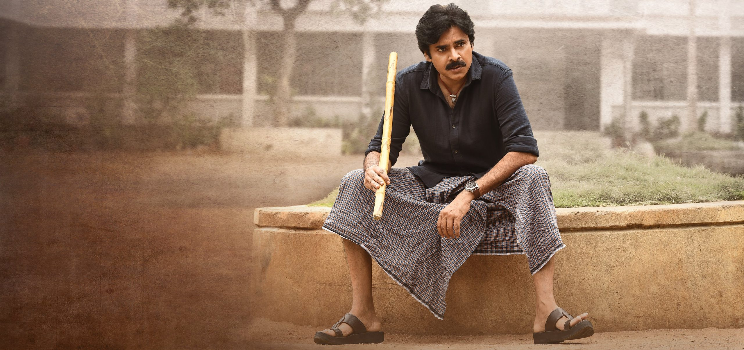 Pawan Kalyan's meeting with THIS actor on the sets of his upcoming film leaves everyone surprised