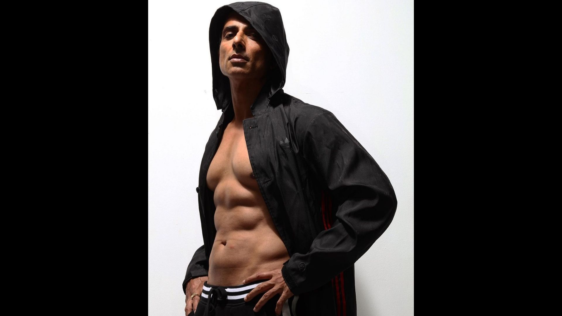 Sonu Sood Gives The Glimpses Of His Fit Body; Performs The Human Flag In Throwback Workout Video